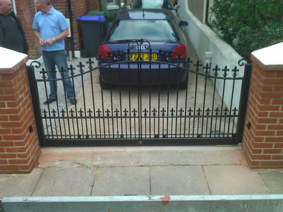 small driveway automated sliding gate Gallery Image
